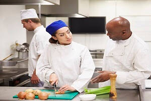 8 ways to train as a Chef for free; chefs working in the kitchen