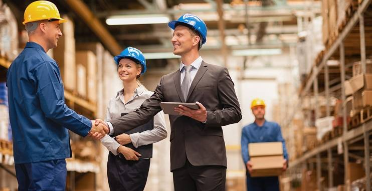 How to get warehouse experience; male warehouse Manager shaking hand with a male warehouse operative